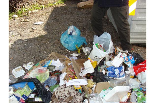 Nuova raccolta rifiuti, prime multe in vallata per sacchetti abbandonati