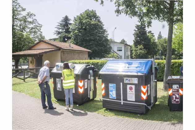 Nuova raccolta rifiuti, a luglio arrivano i cassonetti con la tessera anche nelle frazioni