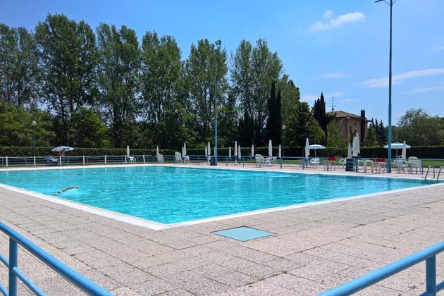 Sogese apre la piscina estiva castellana, a breve i lavori sulla copertura