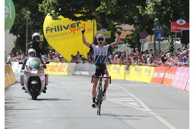 Giro d'Italia Under 23, la tappa di Imola e la consegna del Grifo al «Cannibale» Eddy Merckx
