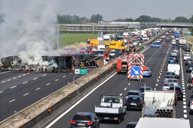 Incidente in A14, chiusa in direzione Faenza, aggiornamento di Autostrade, un morto e un ferito