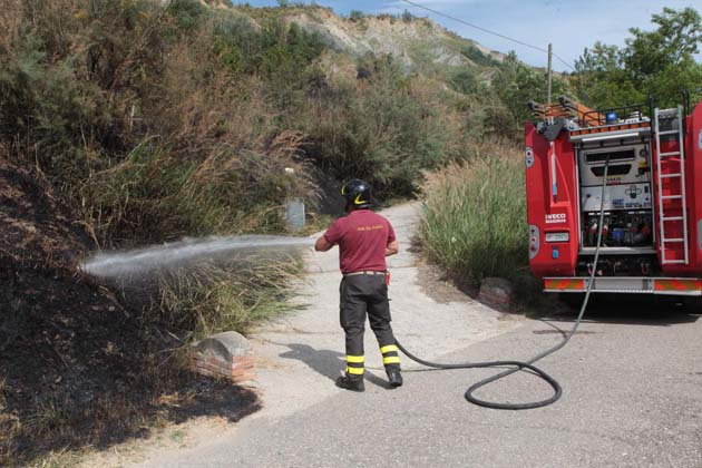 """Incendi boschivi, è attiva la """"fase di attenzione"""", chi provoca un incendio può essere condannato al risarcimento dei danni"""