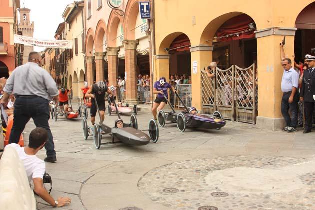 Carrera, stasera le prime prove libere in centro storico a Castello