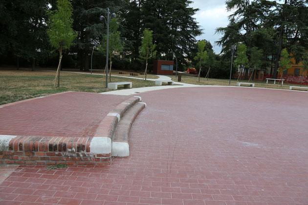 La Bottega del Buonumore porta il cabaret di Davide Dalfiume e Marco Dondarini nel parco dell'Osservanza