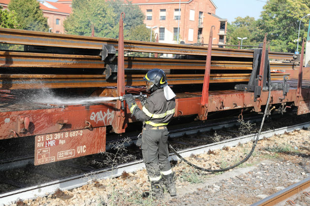 Piccolo incendio in stazione causato probabilmente dal surriscaldamento dei freni di un treno