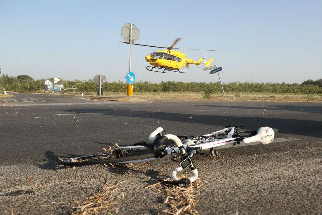 Incidente in via Lughese, feriti due ciclisti