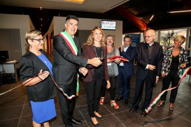 La ministra Marianna Madia inaugura la rinnovata sala Miceti che ospiterà Anagrafe, Stato civile e Urp