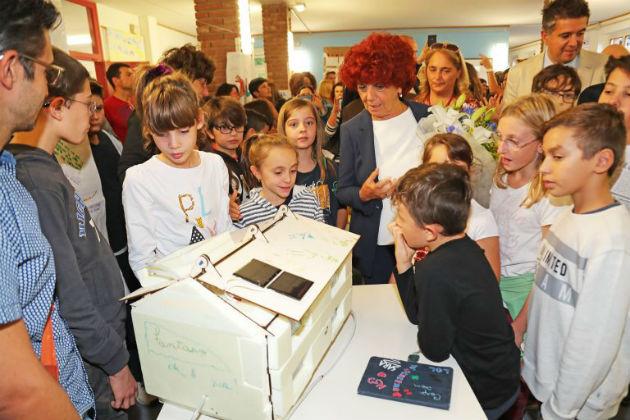 La ministra Fedeli al Sante Zennaro per vedere i robot realizzati dagli studenti