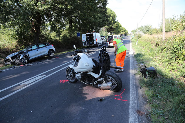 Incidente per un motociclista sulla via Montanara