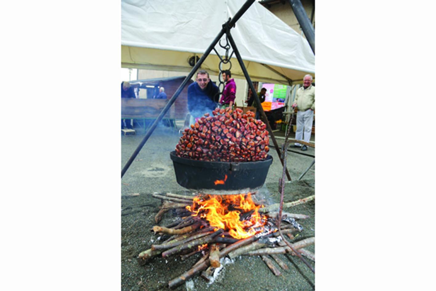 A Castel del Rio ottobre fa rima con… castagnaccio e frittelle di marroni Igp