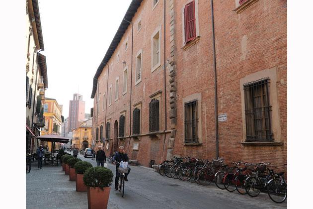 Alloggi per giovani coppie e la sede di SisTer, la Diocesi mette a reddito palazzo Monsignani
