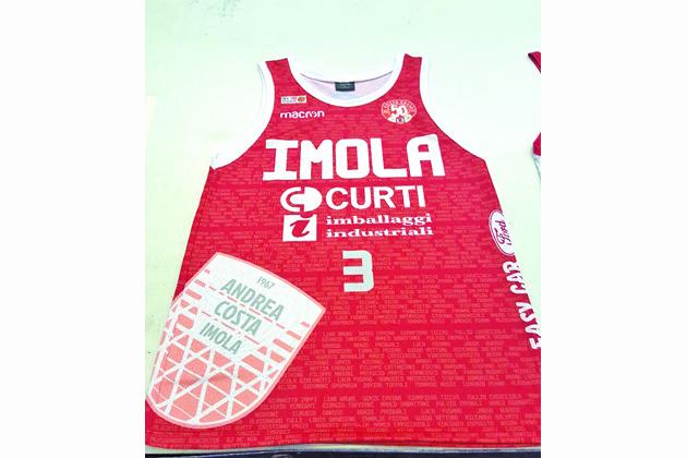 Basket, l'Andrea Costa indosserà la maglia celebrativa dei 50 anni nel derby contro la Fortitudo Bologna