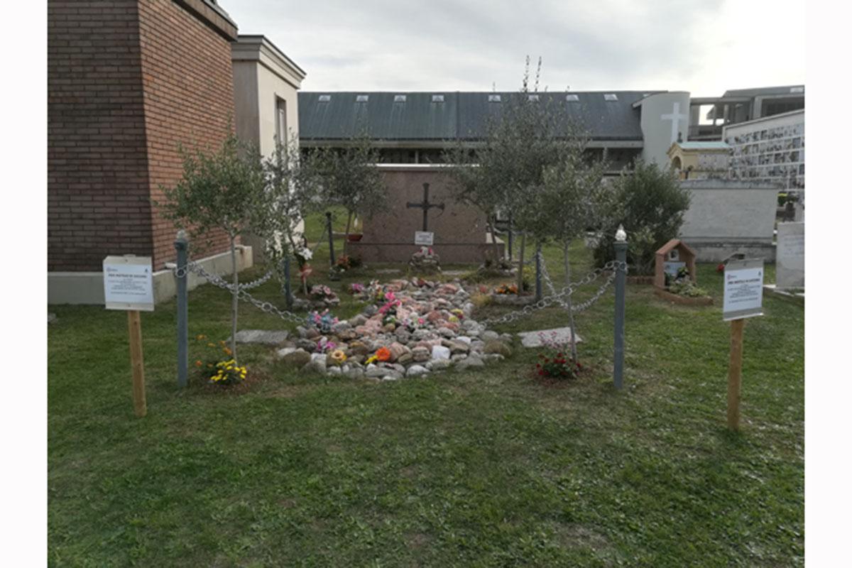 Cimiteri, a Castello e Ozzano lo spargimento delle ceneri supera le tumulazioni