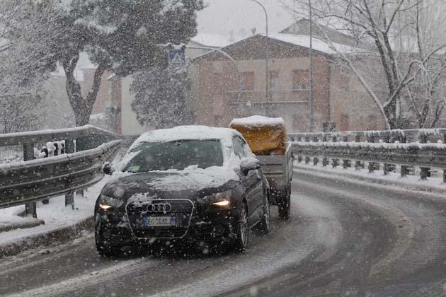 Il meteo annuncia neve, Autostrade anticipa ad oggi l'obbligo di pneumatici invernali o catene a bordo