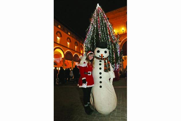 Il Natale a Imola comincia con la benedizione del presepe e l'accensione dell'albero