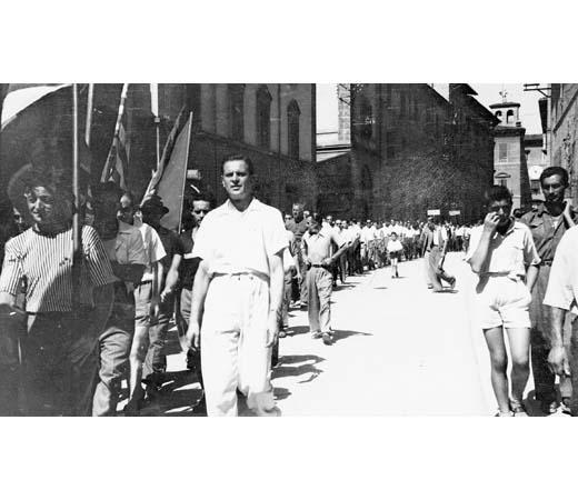 La sfilata in via Mazzini
