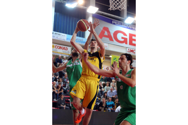 Basket C: la Npc torna prima da sola