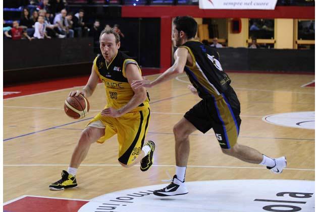 Basket C: la Npc esce alla distanza