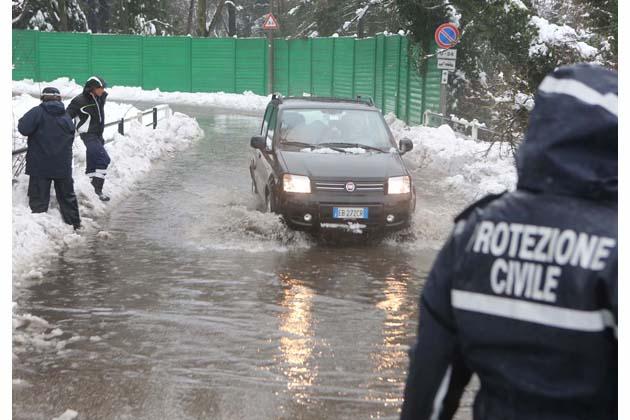 Maltempo, strade chiuse, scuole chiuse e zone senza elettricità
