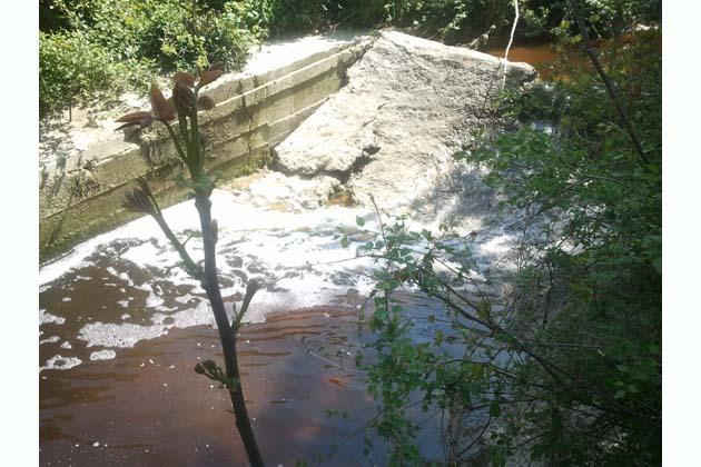 Rio Rondinella, acqua nera per l'azoto