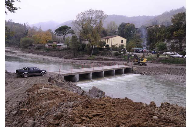Si vende ghiaia per demolire il vecchio ponte