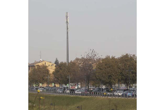 Antenne, 2 richieste Telecom e 3 Vodafone