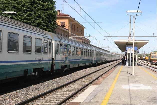 Persona investita, treni cancellati