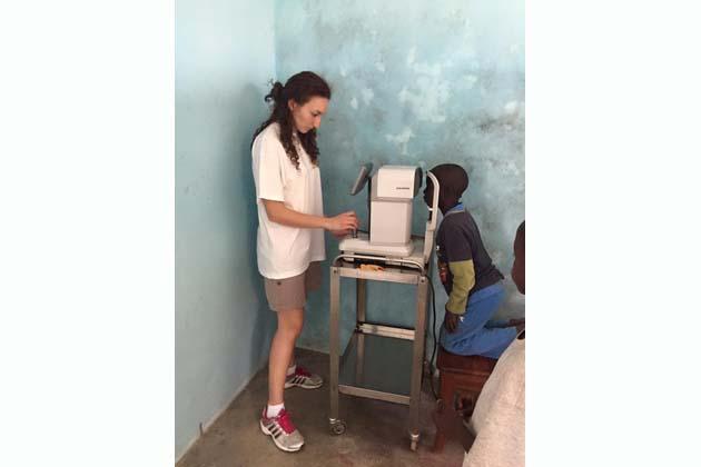 Occhiali e medicine per il Senegal