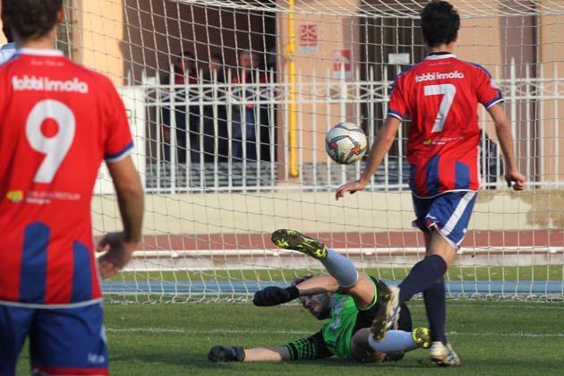 Calcio D: l'Imolese esce nel finale