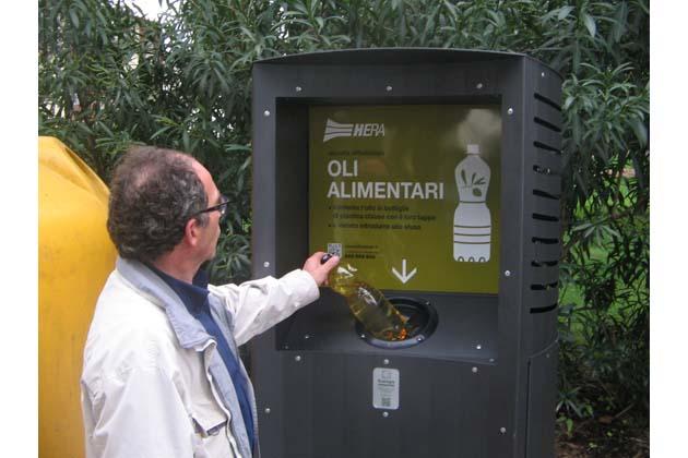 Due colonnine per raccogliere l'olio