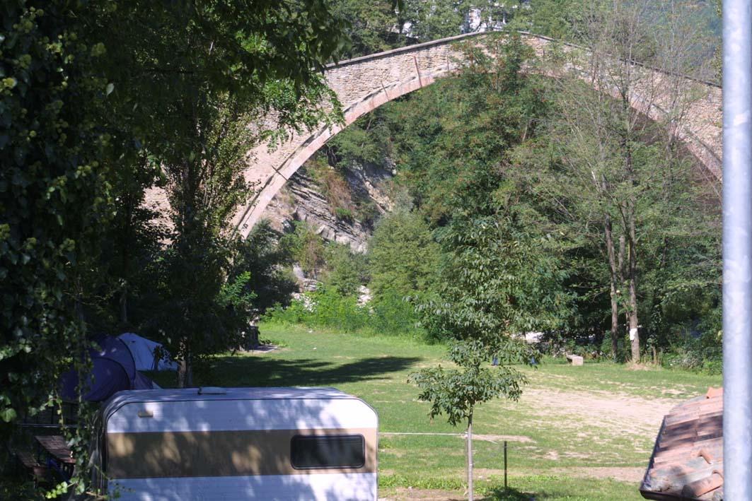 Arriva il campeggio dal Ponte Alidosi