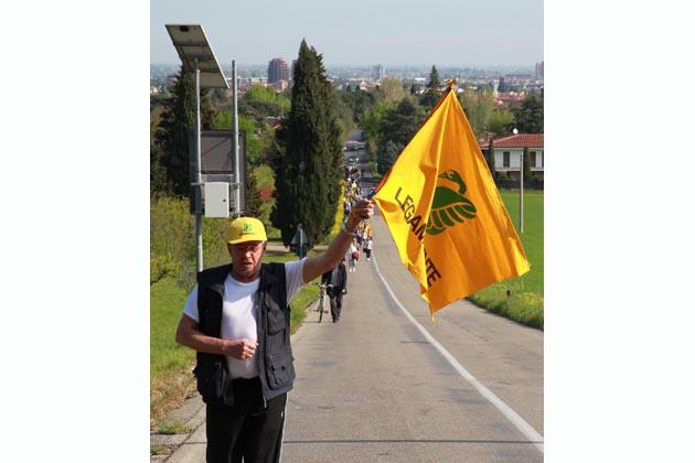Cento persone alla camminata anti-discarica