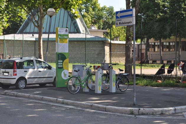 Postazione con bici elettriche anche in via Guicciardini