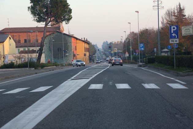 """I lavori per rendere sicure le """"zebre"""" sulla via Emilia"""