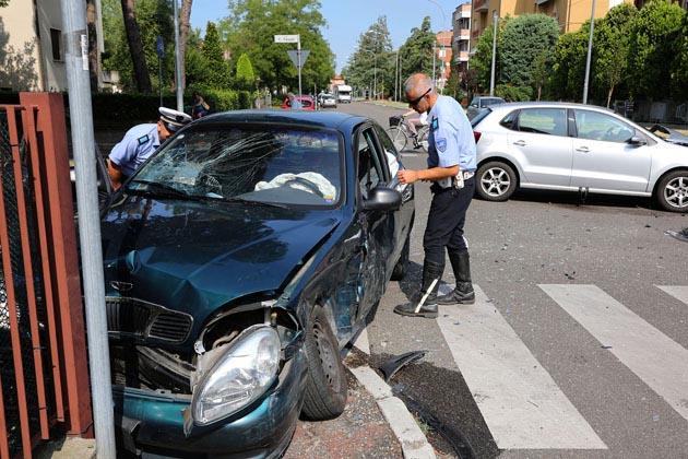 Ancora un incidente tra auto in via Casoni