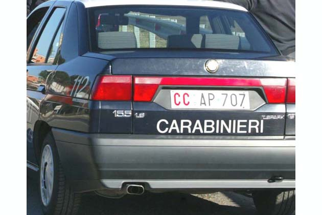Fugge dal luogo dell'incidente, denunciata dai carabinieri