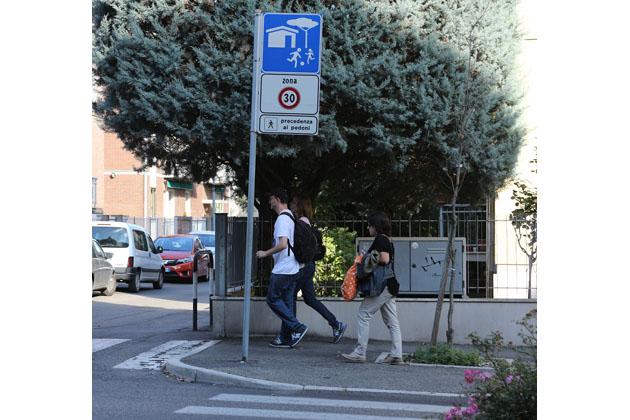 """Limiti di velocità, """"zona 30"""" estesa a quartieri e frazioni"""