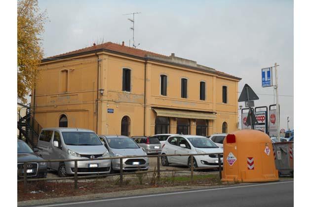 Bus station e ciclabile per riqualificare l'ex stazione