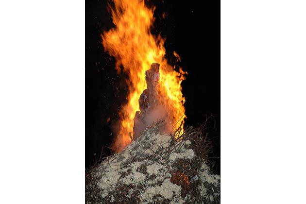 A Capodanno si brucia il vecchione a Ozzano