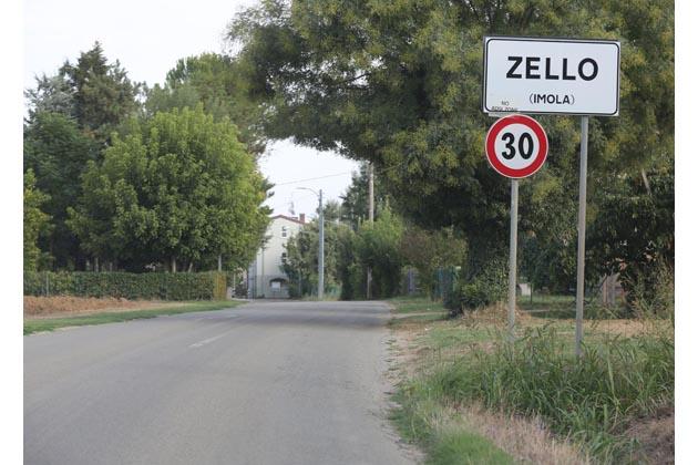 Un parco giochi nell'area dell'ex scuola di Zello