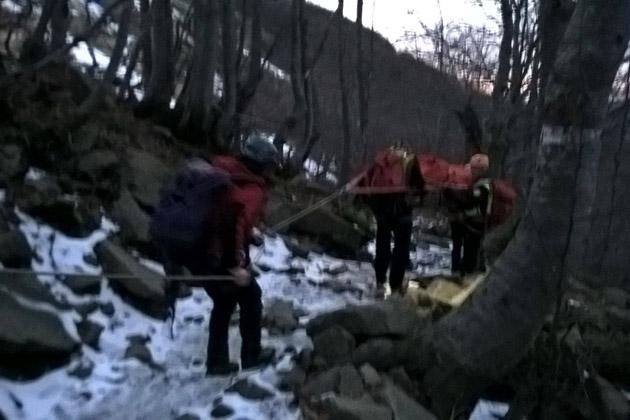 Una bimba cade in una scarpata a Belvedere, interviene il Soccorso alpino per soccorrerla