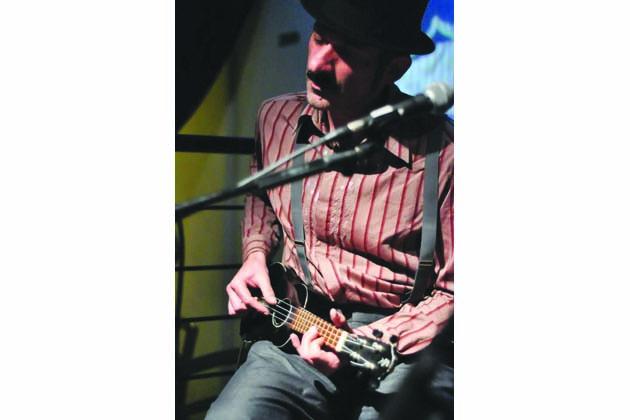 L'ukulele di Christian Lisi suonerà al Suffragio