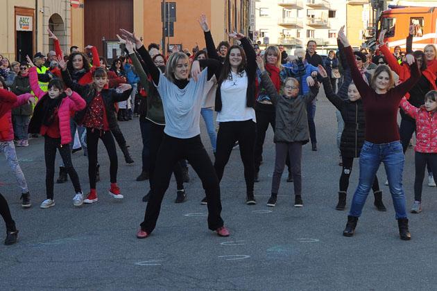 Flash mob danzante contro la violenza sulle donne