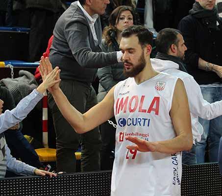 Basket A2, Andrea Costa senza mira contro Treviso