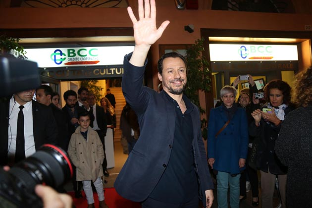 """Stefano Accorsi vince il David per il film """"Veloce come il Vento"""" girato a Imola"""