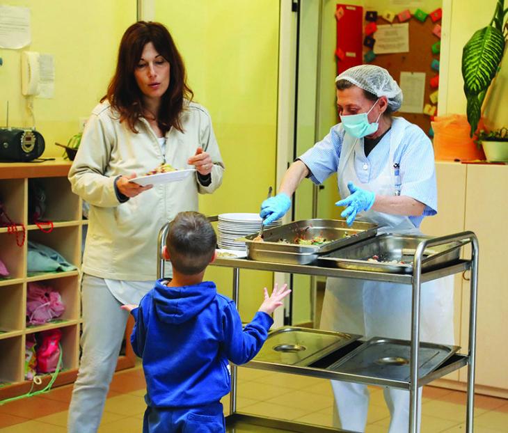 Cosa mangiano i bambini a scuola? Il Comune di Imola vara la Carta dei servizi