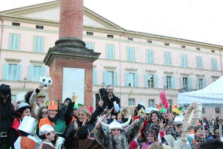 Aria di Carnevale con il concorso di maschere e disegni