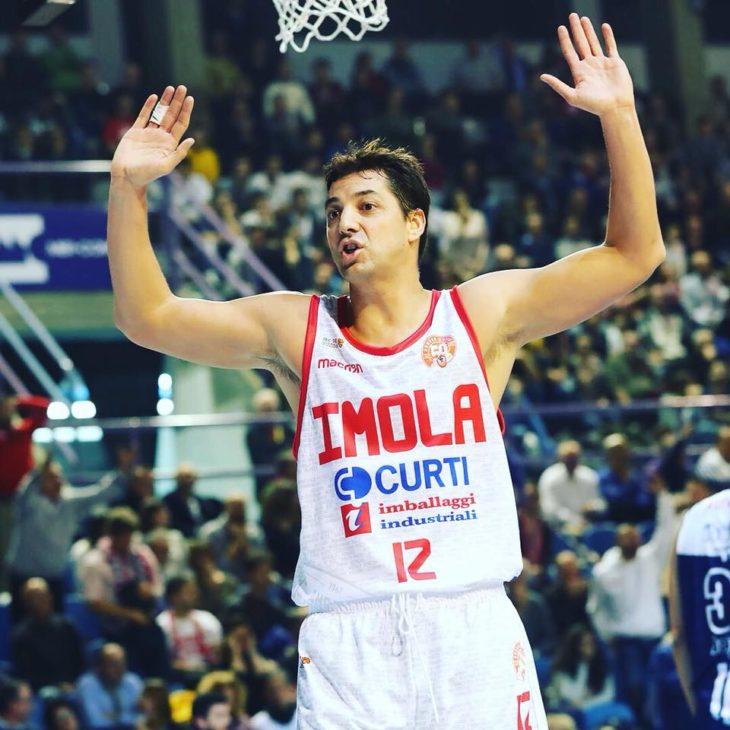 Basket A2, l'Andrea Costa apre il 2018 alla grande. Battuta Udine col brivido finale