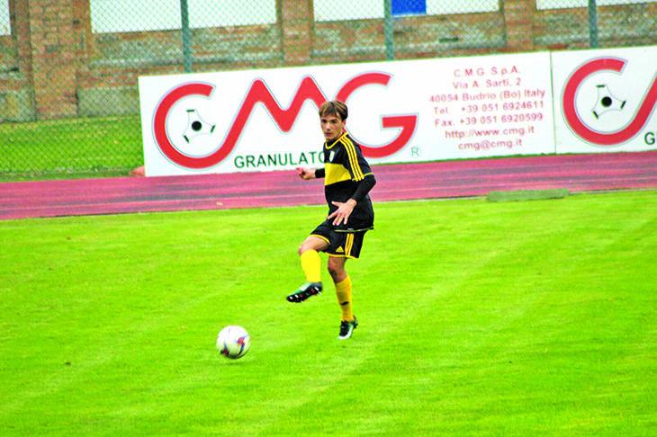 Calcio serie D, la storia di Andrea Mutti che sogna di fare gol ai rossoblù