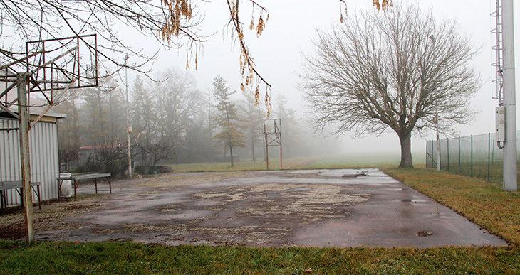 Al via i lavori per rinnovare il campetto da basket all'aperto di Portonovo